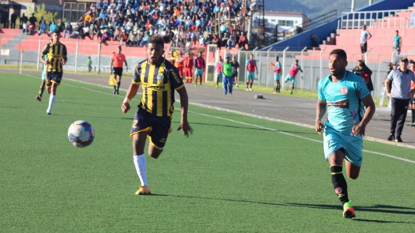 UTC derrotó 2-1 a Sport Rosario y se metió en la pelea