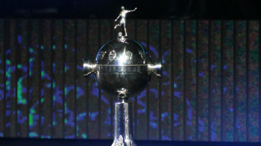 Dura decisión: CONMEBOL prohíbe banderolas en la Libertadores 2019