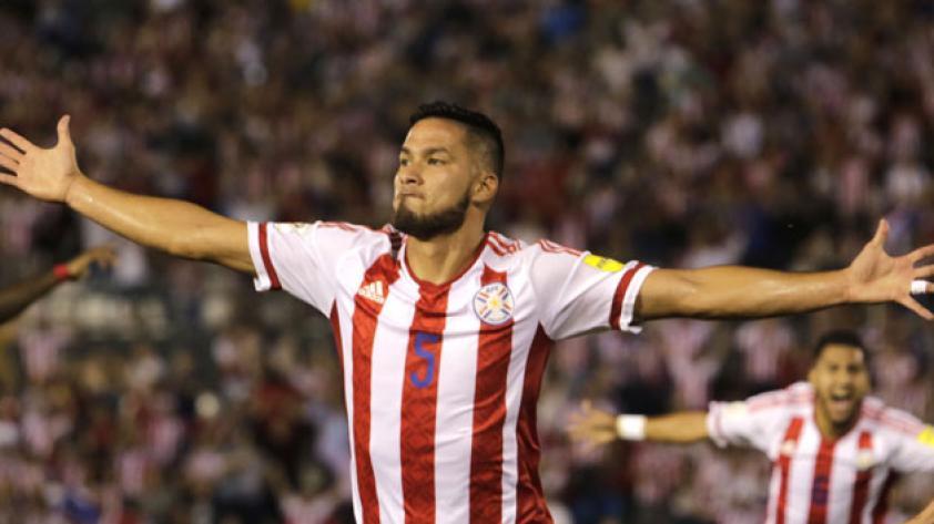 Paraguay consigue ajustado triunfo sobre Ecuador