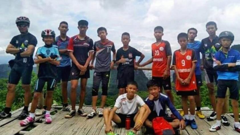 Rescatan a los 12 niños y al entrenador atrapados en una cueva en Tailandia
