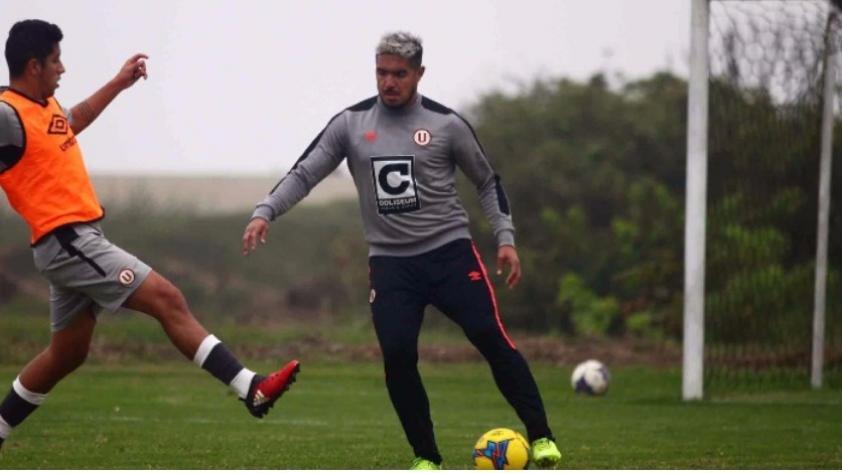 Juan Vargas volvió a entrenar con Universitario, pero no define su futuro