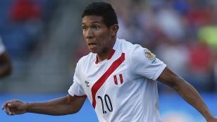 Edison Flores entrenó sin problemas y arrancaría ante Colombia