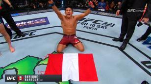Enrique el 'Fuerte' Barzona sigue triunfando en la UFC