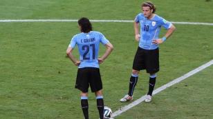 Diego Forlán defiende a Cavani por la trifulca del penal con Neymar
