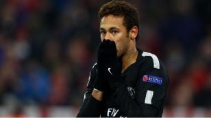 Malas noticias para el PSG...y Brasil: Neymar estará más tiempo de baja