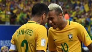 Neymar y Daniel Alves podrían ser bajas de Brasil ante Chile