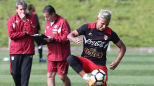 La selección peruana presentó variantes tácticas en su segundo entrenamiento en Auckland