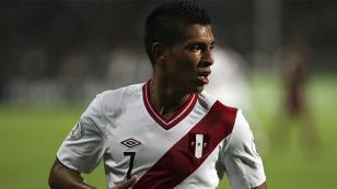 Paolo Hurtado no terminó la práctica de la selección