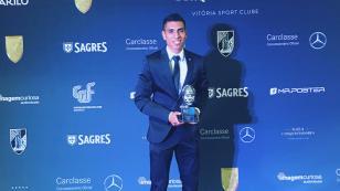 Paolo Hurtado fue premiado como 'Jugador del año' en Vitoria Guimarães