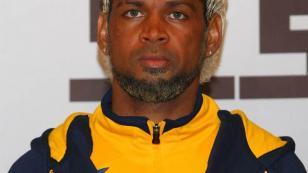 El portugués Abel Xavier llevó el cabello rubio y un estilo